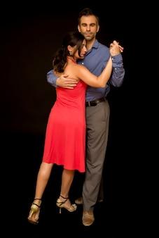 Voir les danseurs de tango en couple