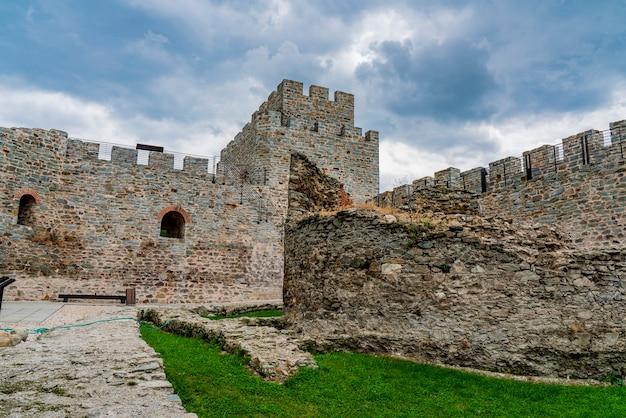 Voir à la forteresse de ram sur le danube en serbie