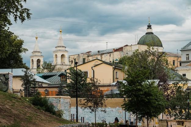 Voir les maisons dans la ville de moscou en russie