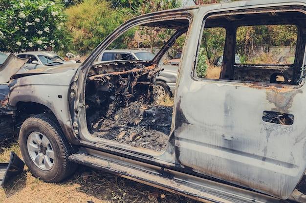 Voiture brûlée par accident dans la jonque des véhicules