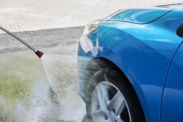 Voiture de nettoyage de lavage de voiture avec station de lavage à haute pression sans contact