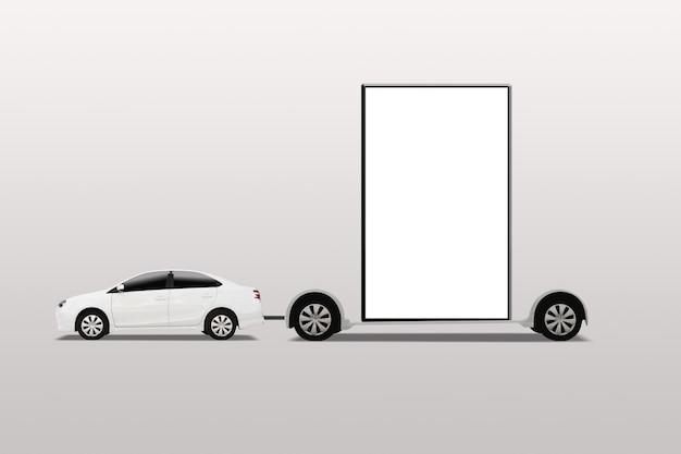 Voiture avec panneau d'affichage mobile. publicité extérieure, bannière. isolé sur fond blanc.