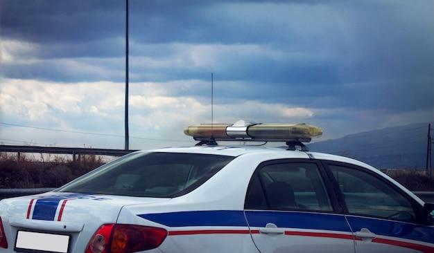 Voiture de police sur fond couvert