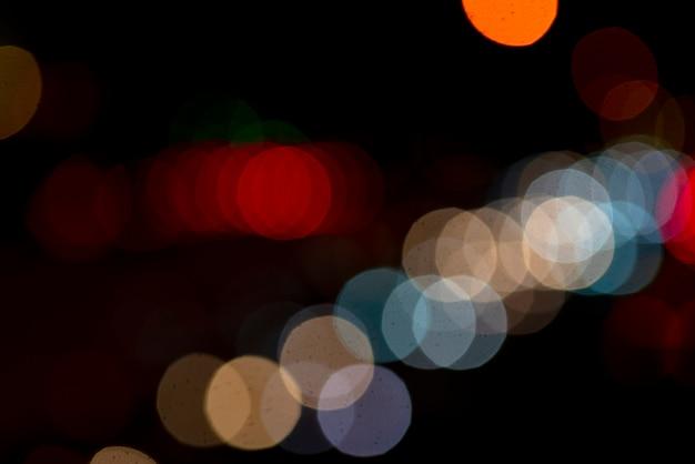 Voiture ronde lumières flou.