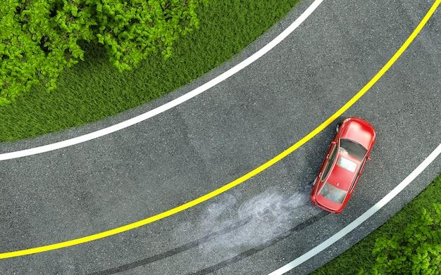 La voiture rouge entre dans le virage avec dérapage.