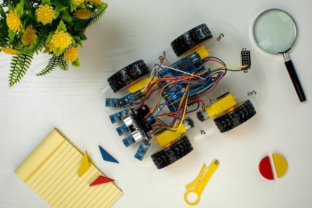 Voiture de style robot avec joystick