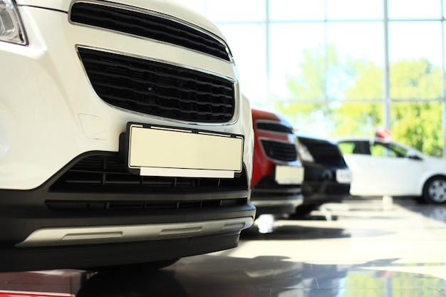 Voitures neuves en stock. concessionnaire automobile voitures à vendre.