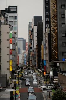 Voitures sur la rue du japon
