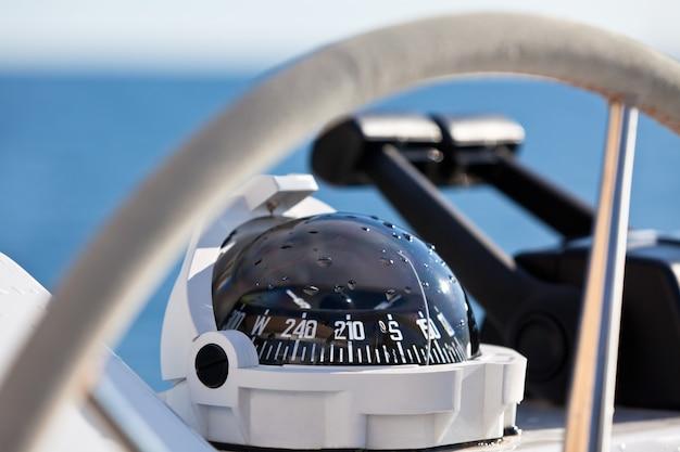 Volant de commande de yacht à voile
