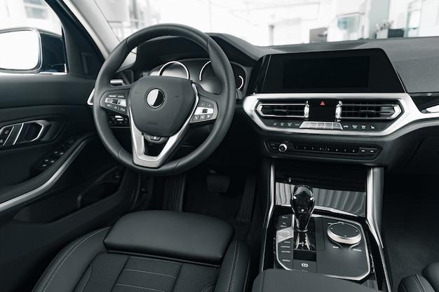 Volant d'une nouvelle voiture de luxe