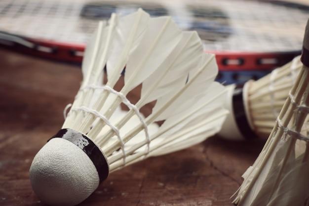Volants avec raquette de badminton
