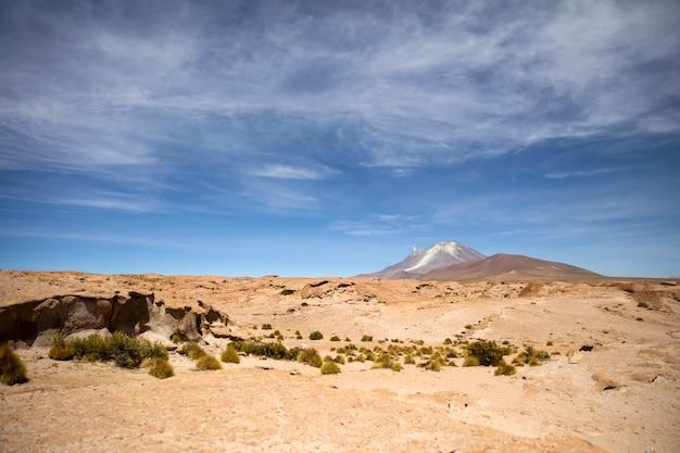 Volcan licancabur dans la reserva nacional de fauna andina eduardo avaroa en bolivie