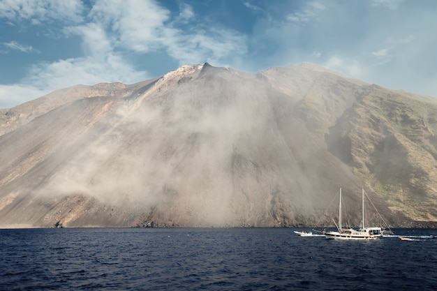 Volcan stromboli en italie