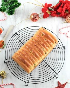 Volé de noël. pain allemand traditionnel aux fruits sucrés,