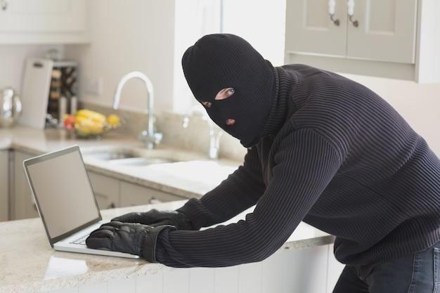 Voleur à l'ordinateur portable
