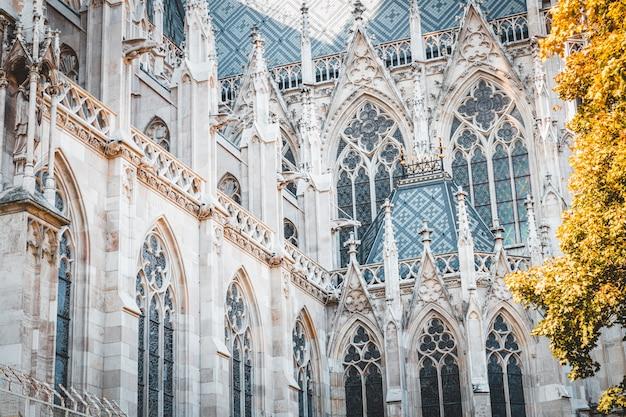 Votivkirche célèbre façade de l'église gothique à vienne, autriche