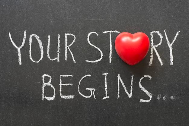 Votre histoire commence une phrase manuscrite sur un tableau avec le symbole du cœur au lieu de o