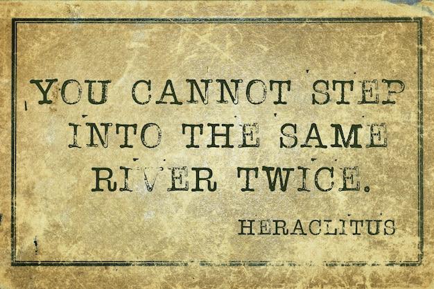 Vous ne pouvez pas entrer deux fois dans la même rivière - citation du philosophe grec héraclite imprimée sur du carton vintage grunge