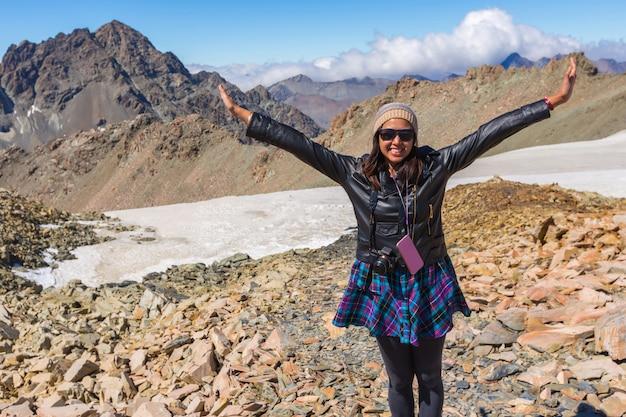 Voyage femme asiatique profiter au mont. cuisiner parc national en nouvelle-zélande
