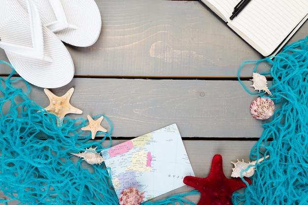 Voyage à l'océan ou à la mer. plan de voyage, accessoires de vacances pour le voyage.