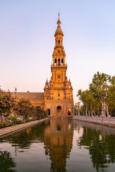 Voyage touristique au palais de séville en espagne