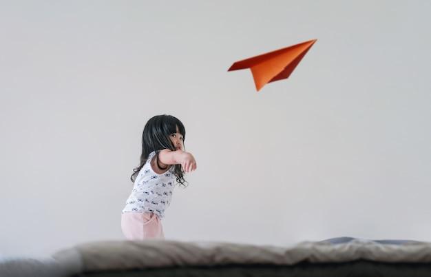 Voyager pour les enfants ou imagination concept
