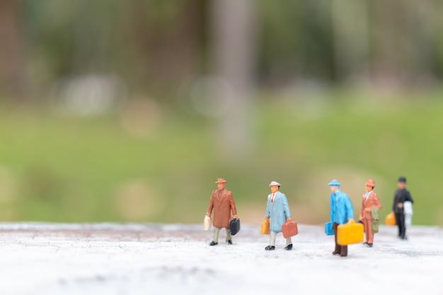 Voyageur marchant dans la rue
