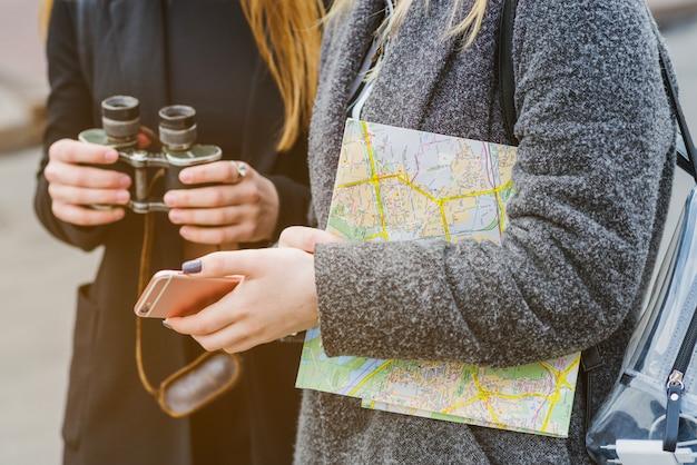 Des voyageurs féminins non reconnaissables