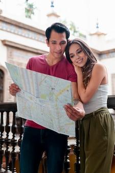 Voyagez à la découverte de lieux avec vos proches
