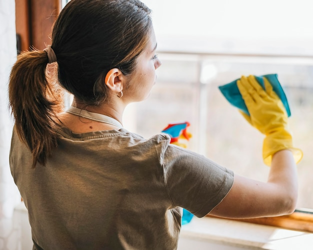 Voyante, coup, femme, nettoyage, fenêtre