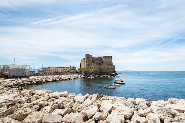 Vu de l'ouest, le castel dell 'ovo, château d'oeufs, naples, italie