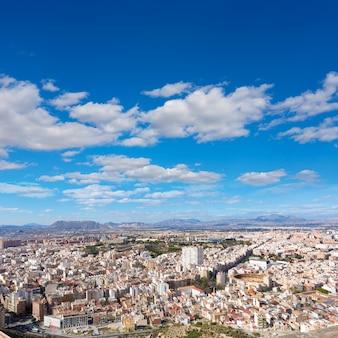 Vue aérienne d'alicante depuis le château de santa barbara en espagne