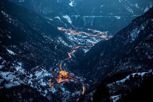 Vue aérienne d'andorre au coucher du soleil