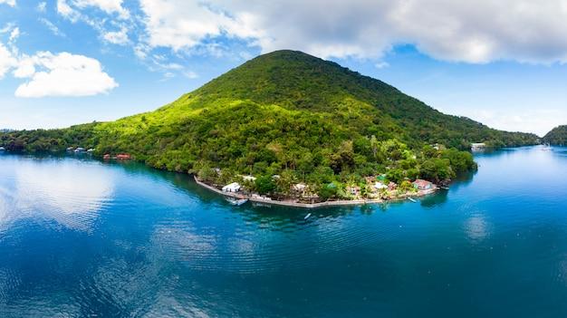 Vue aérienne de l'archipel des moluques aux îles banda en indonésie