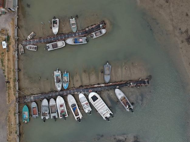 Vue aérienne de bateaux de pêcheurs traditionnels