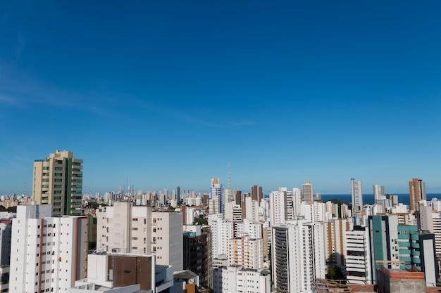 Vue aérienne des bâtiments de la skyline de salvador bahia brésil.
