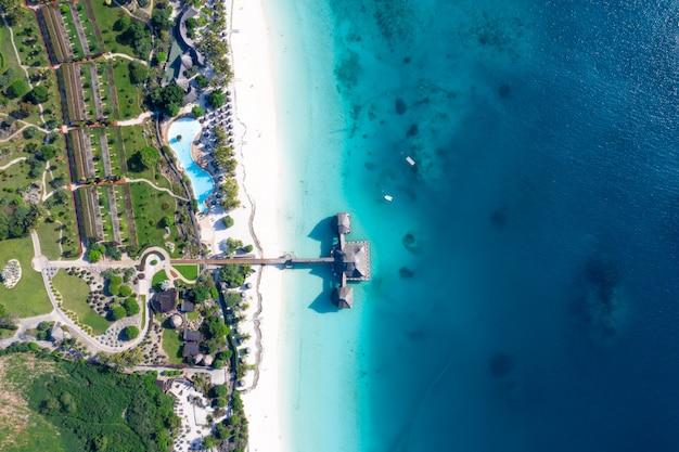 Vue aérienne de la belle île tropicale de zanzibar.