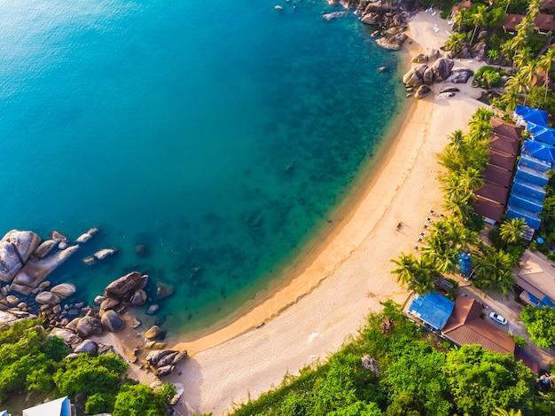 Vue aérienne de la belle plage tropicale