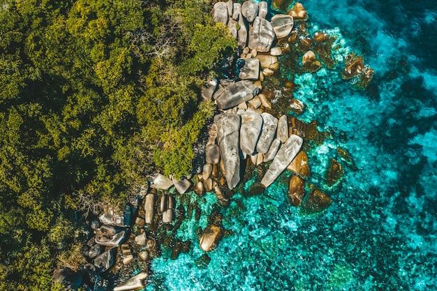 Vue aérienne de boulder island, myanmar