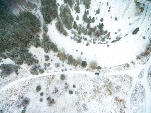 Vue aérienne de la campagne couverte de neige