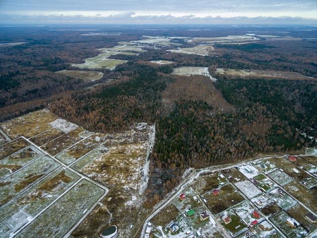 Vue aérienne de la campagne gelée