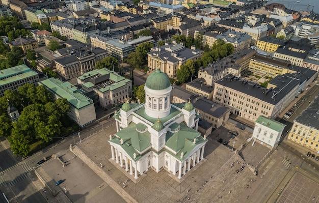 Vue aérienne de la cathédrale d'helsinki et de la place du sénat