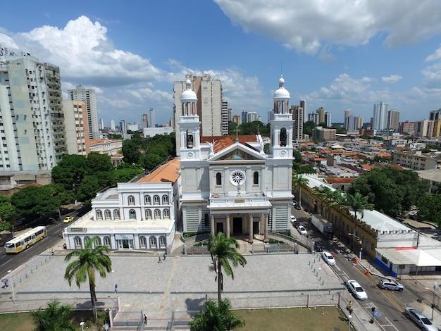 Vue aérienne de la cathédrale nossa senhora nazaré à belem do para, brésil