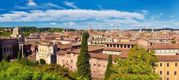 Vue aérienne de la colline du capitole avec les ruines du forum romain