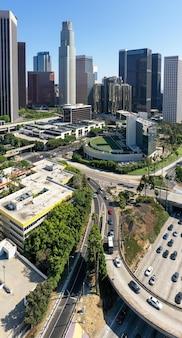Vue aérienne complexe de la ville