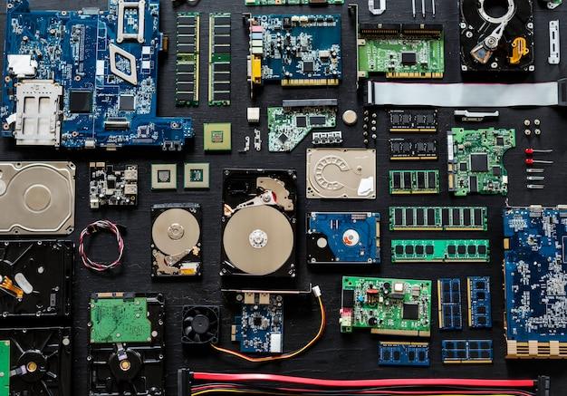 Vue aérienne de composants électroniques pour ordinateur