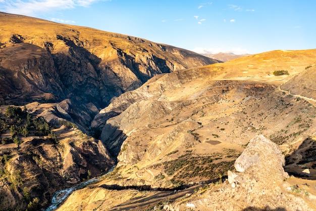 Vue aérienne de la cordillère des andes à junin, pérou