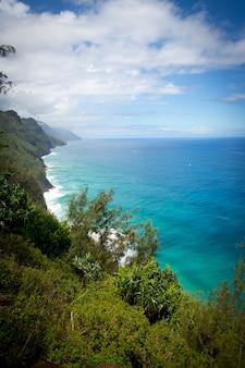 Vue aérienne de la côte de na pali à kauai hawaii