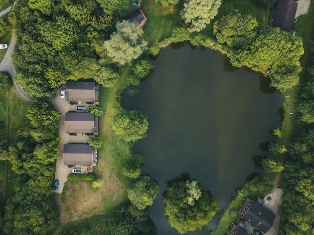 Vue aérienne de cottages dans le devon, royaume-uni