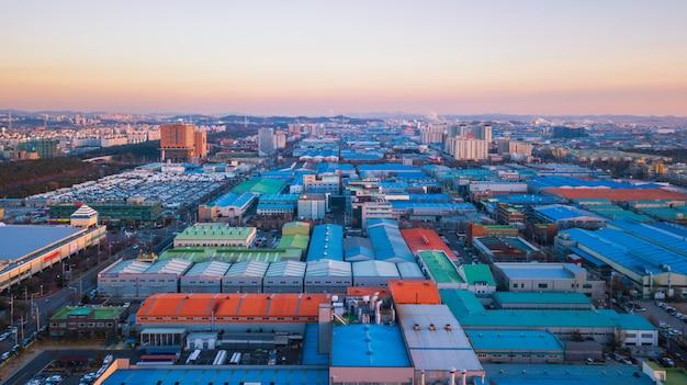 Vue aérienne coucher de soleil du parc industriel.